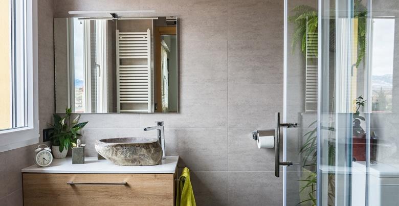 Hoe een kleine badkamer indelen?