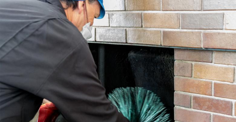 Chemisch schoorsteenvegen: wat is het verschil met mechanisch reinigen?