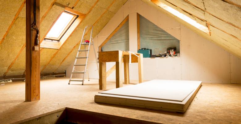 Hellend dak isoleren: mogelijkheden, isolatiematerialen en prijs