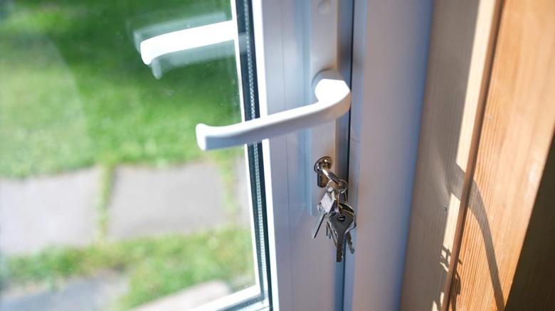 PVC deur: kostprijs voordeur, binnendeur en garagedeur