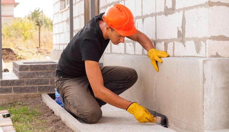 Muur onderkappen: duidelijk stappenplan, voordelen en prijs