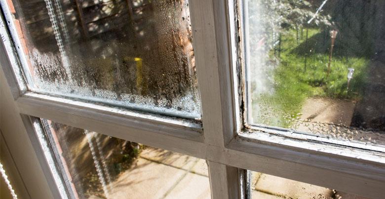 Condens op de ramen: hoe voorkomen en verwijderen?